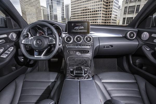 Mercedes C Class C 300 Features